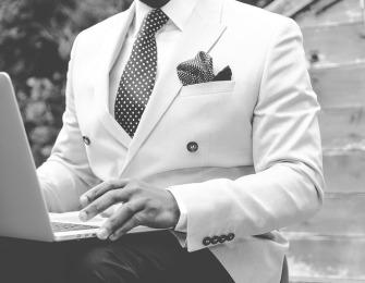 suit-869380_640